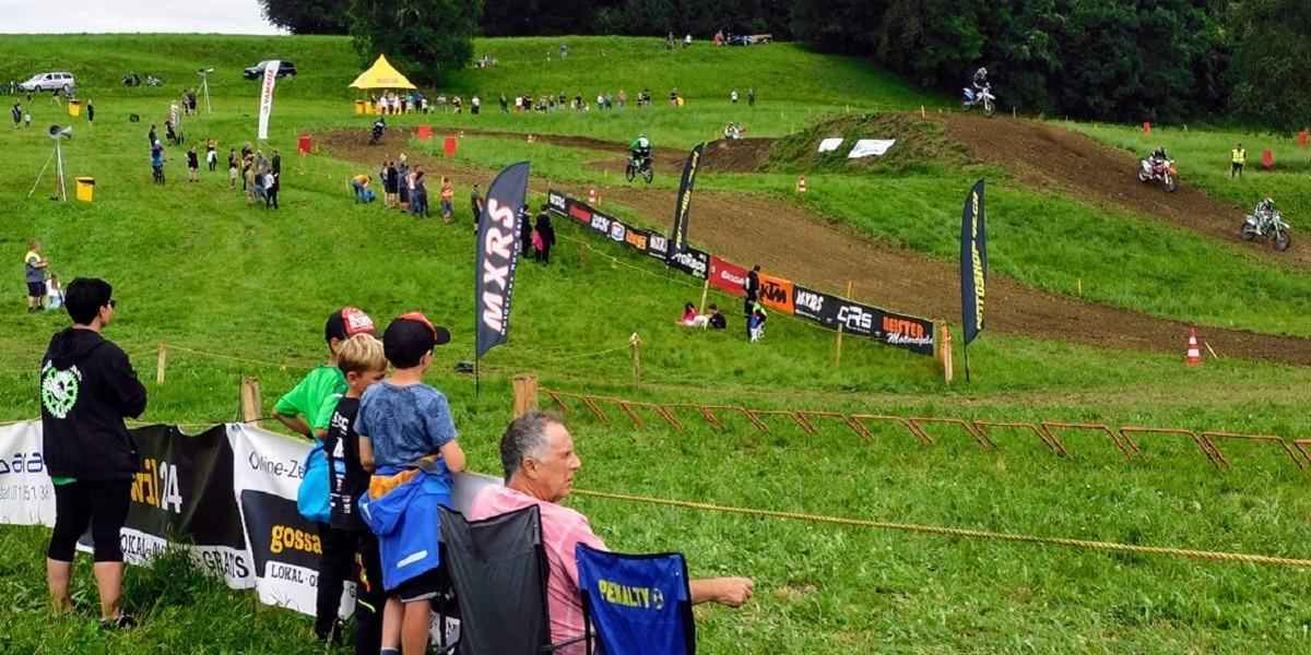 Ob Steh- oder Logenplatz - immer viel Freude am Motocross-Sport.(Bild: jg)